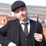 Zauberkünstler Mr. Flo zaubert mit Singles