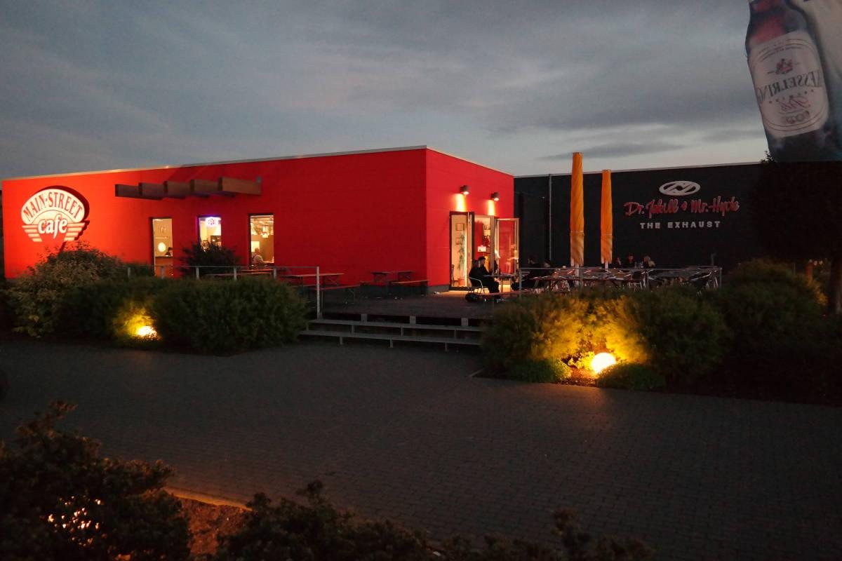 Singles treffen sich im Main-Street-Cafe in Dettelbach in Franken