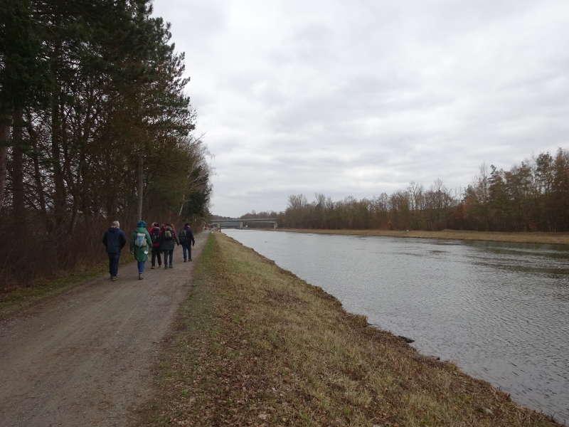 Wanderung am Main entlang zur Hallburg
