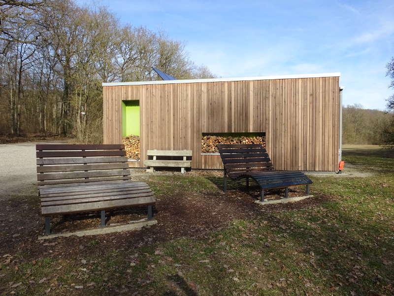 Mittelwaldpavillon auf Singlewanderung im Steigerwald bei Iphofen nach Birklingen am See Augustiner Einkehr
